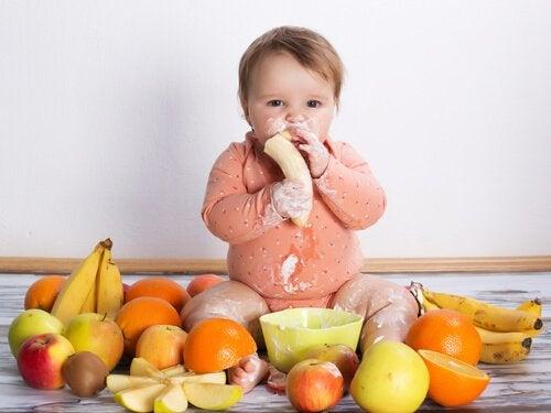 7 matvarer som du aldri bør gi til spedbarnet ditt
