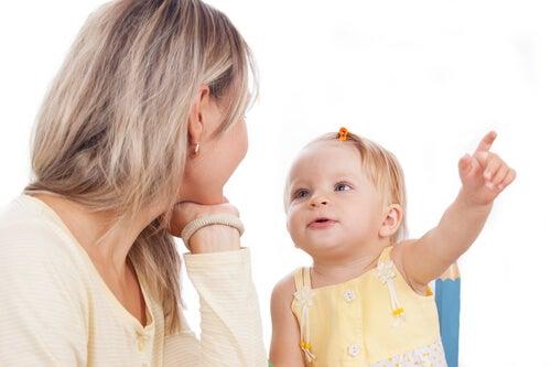 Praktiske øvelser for å stimulere barnets språk