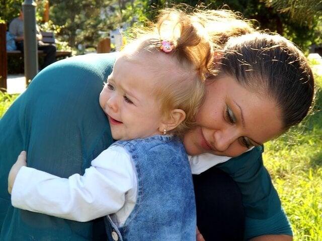 Hvorfor burde vi ikke la babyer gråte?