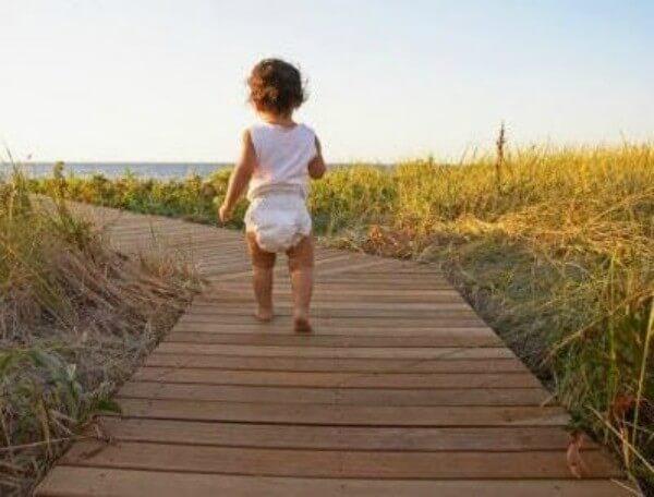 3 øvelser for å lære barnet ditt å gå