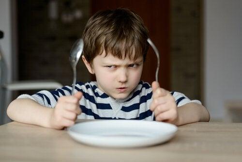Hvorfor er det slik at vi ikke bør tvinge barn til å spise?