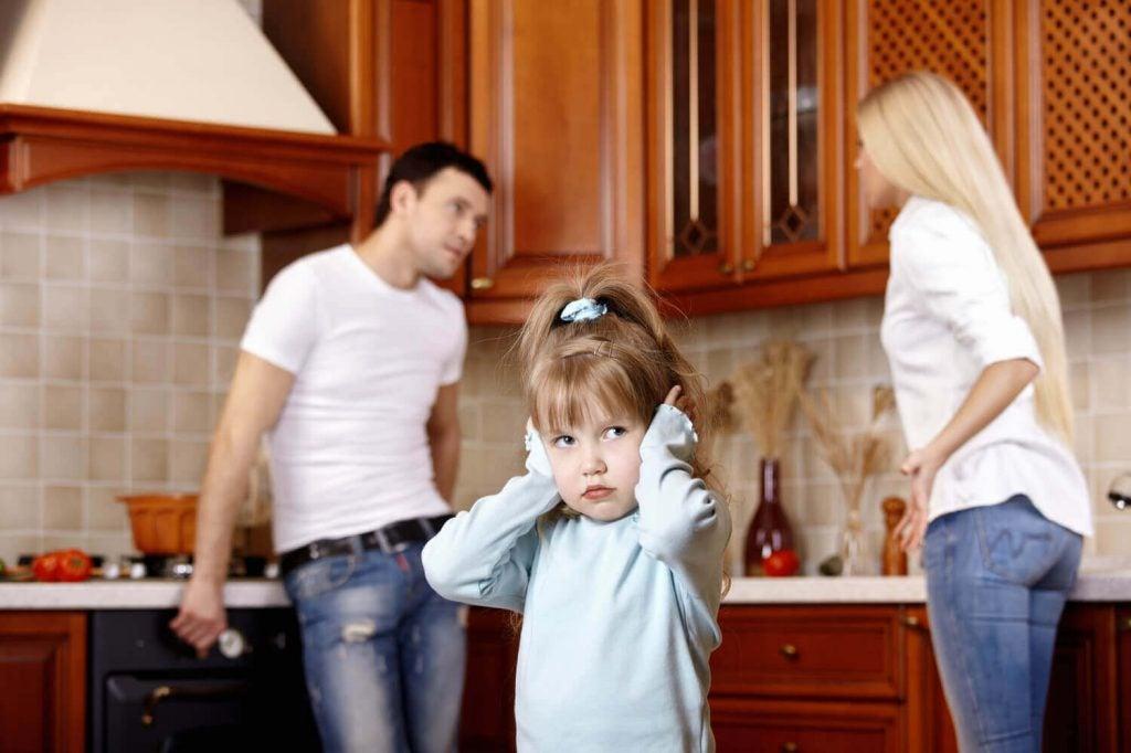 En forelder i dårlig humør kan påvirke barnas emosjonelle utvikling
