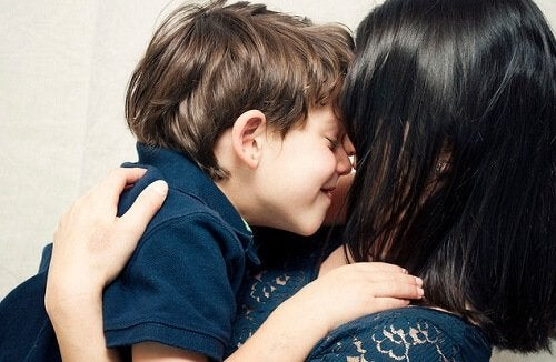 4 tips for å vise barna kjærlighet