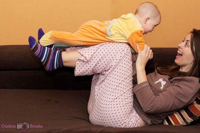 La oss leke! Ukentlige aktiviteter for barnets første leveår
