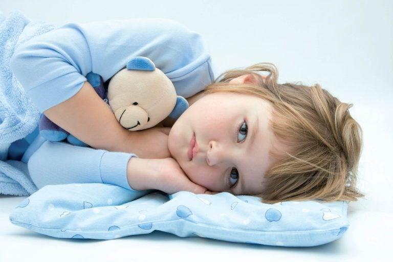 barn spør etter vann ved leggetid