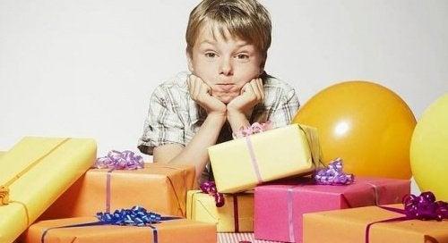 Oppgitt barn over for mange gaver