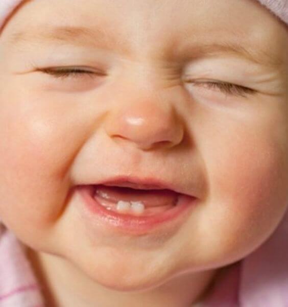 Barnets første tenner har kommet