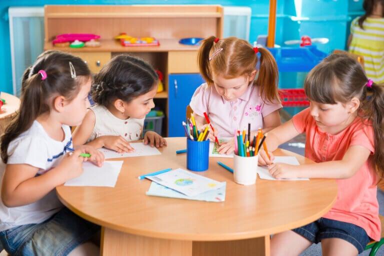 Fordelene ved å undervise barn før treårsalderen
