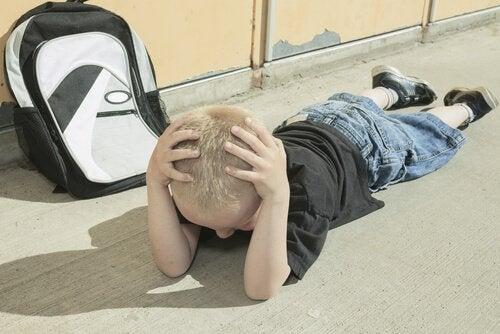 Mangel på stimuli kan forårsake forsinket utvikling hos små barn