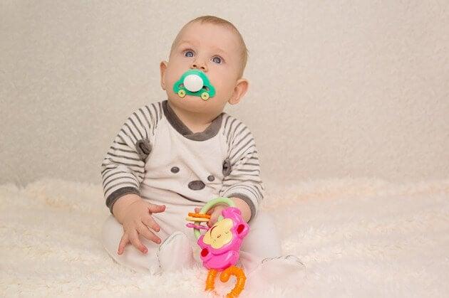en babyens fjerde måned i livet