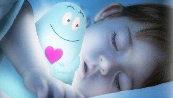 Hvorfor er det bedre for barn å sove i mørket?