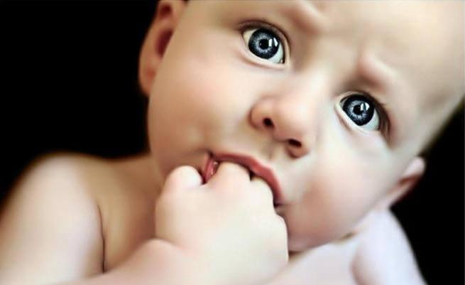 Kan det være bra for barnets helse å suge på tommelen?