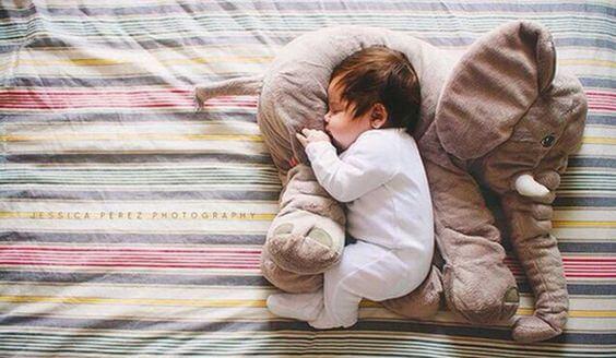 grunner til at barn skal sove i mørke rom