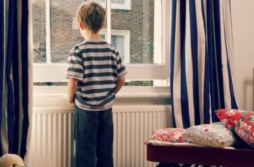 I hvilken alder kan et barn være alene hjemme?