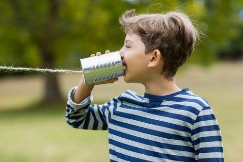 Barn som snakker med seg selv: Er det bra eller dårlig?