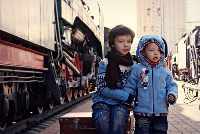 storebror tar vare på lillebror