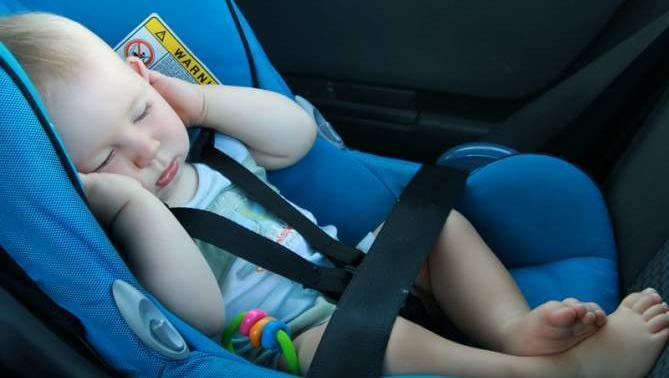 Sikkerhetstips for å reise med nyfødte