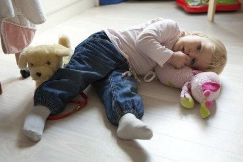 fordeler med å suge på tommelen hos barn