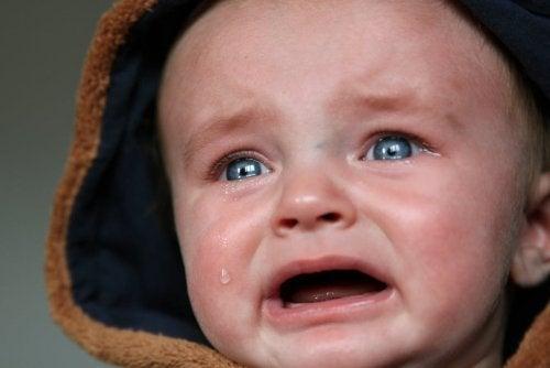 Tips for å roe ned en babys gråting