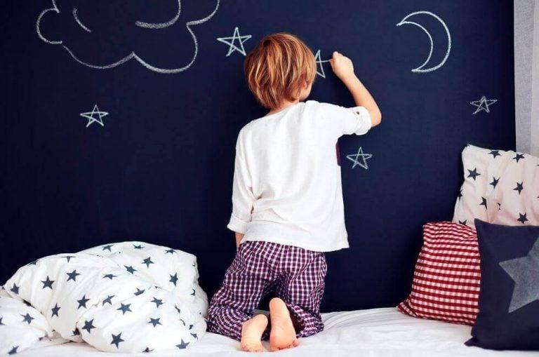 Forbedre ditt barns håndskrift med disse morsomme lekene