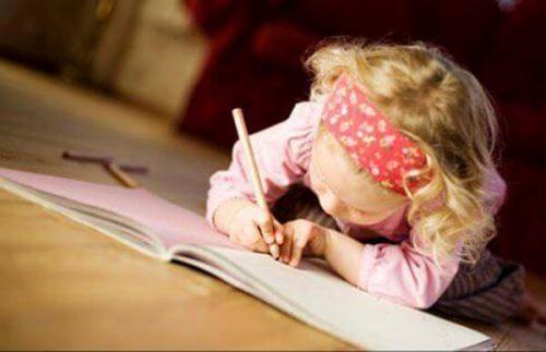 Hvordan lage gode studievaner med barnet ditt
