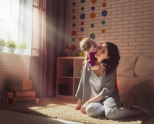 Lykkelig mor med baby