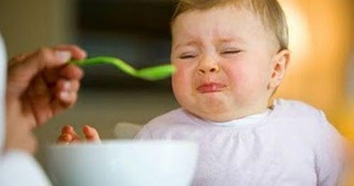 3 grunner til at du ikke bør tvinge babyen til å spise