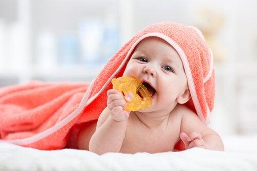 Hvordan man lindrer smerter i tannkjøttet hos babyer