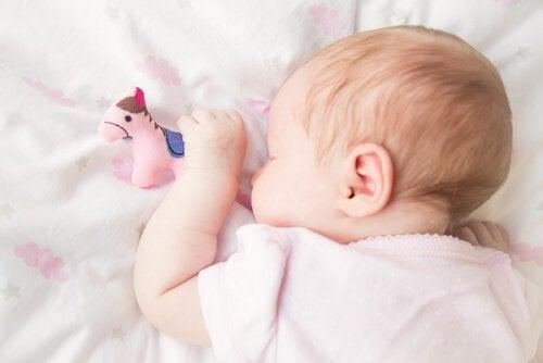 Snorking hos barn: Årsaker og løsninger