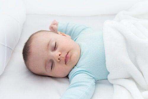 Viktigheten av nakkerefleksen gjennom en babys utvikling
