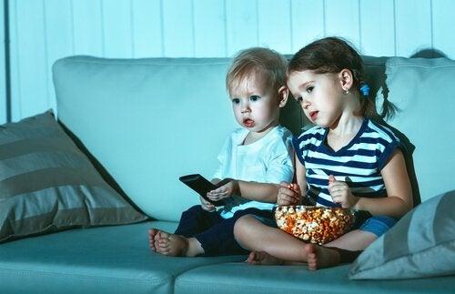 Hvorfor ser barn på samme film om og om igjen?