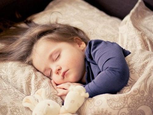 barn sover på dagen