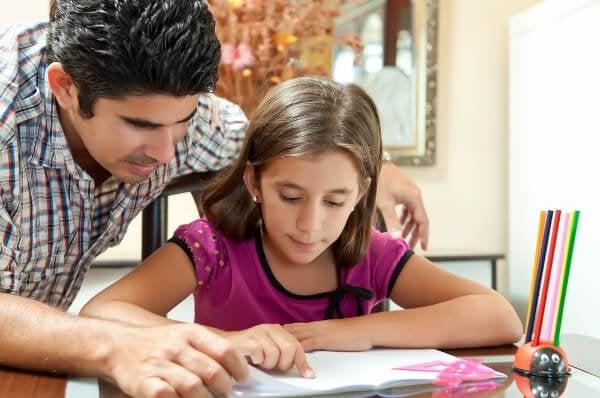 6 tips for å lære barn å gjøre lekser på egen hånd
