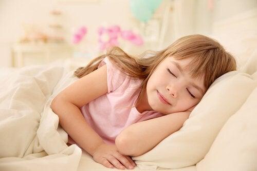 Fordeler med å sove på dagenfor barn
