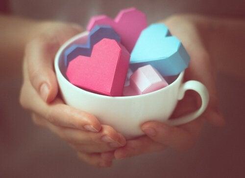 kopp med hjerter