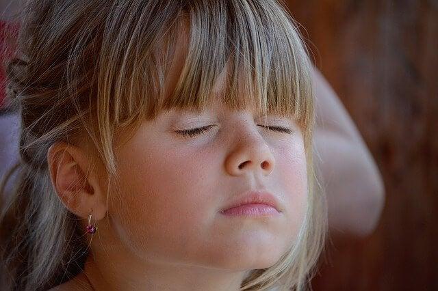 Lær barna om kunsten av stillhet