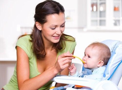 Riktig ernæring i løpet av babyens første leveår