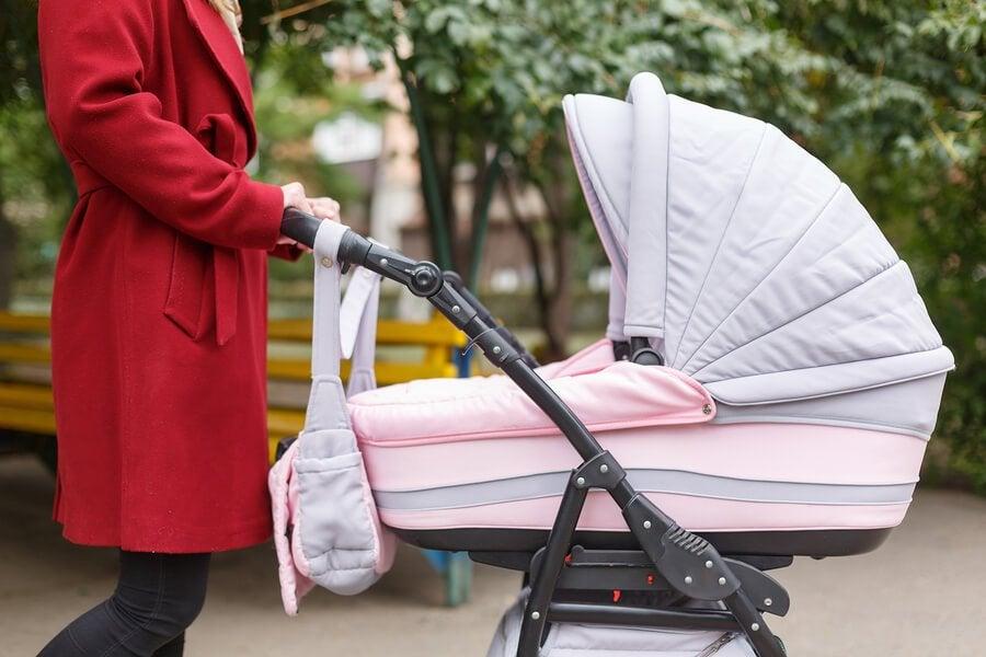 Hva bør du pakke i babyens stelleveske?