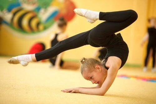 Fordeler med rytmisk gymnastikk for barn