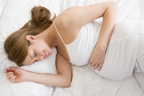 5 sovestillinger for gravide kvinner