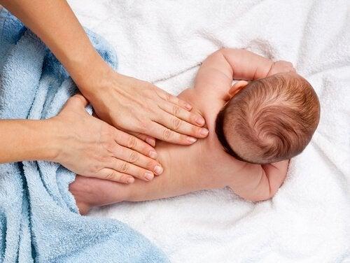 12 fordeler med spedbarnsmassasje