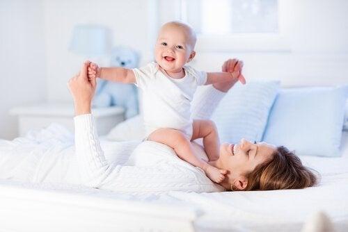 8 øvelser for å styrke babyens muskler