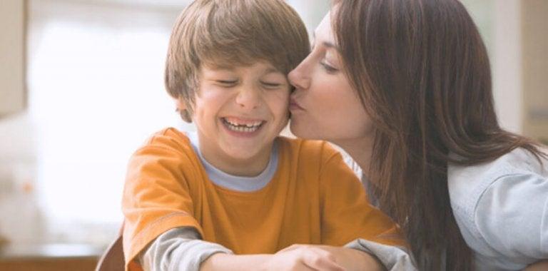 Hvordan hjelpe barn å utvikle emosjonell styrke