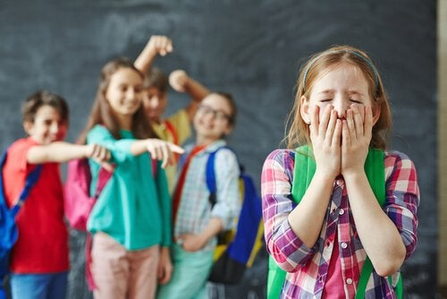 Lær barnet ditt å le av seg selv
