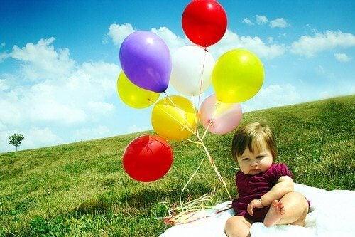 baby med ballonger