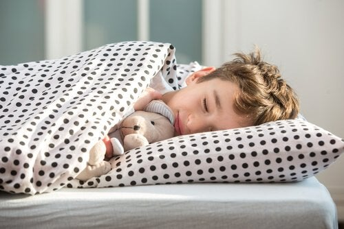 gutt sover