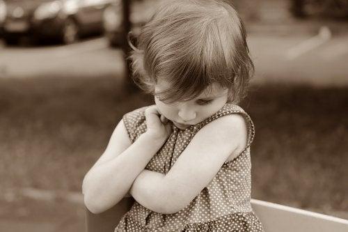 Hvordan vet jeg om jeg har et sjenert barn?