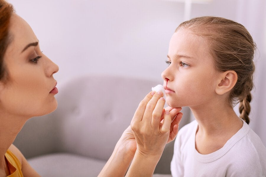 Slik behandler og forebygger du neseblod hos barn