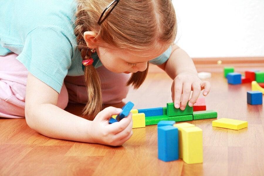 Hvorfor barn bør lære å leke på egen hånd