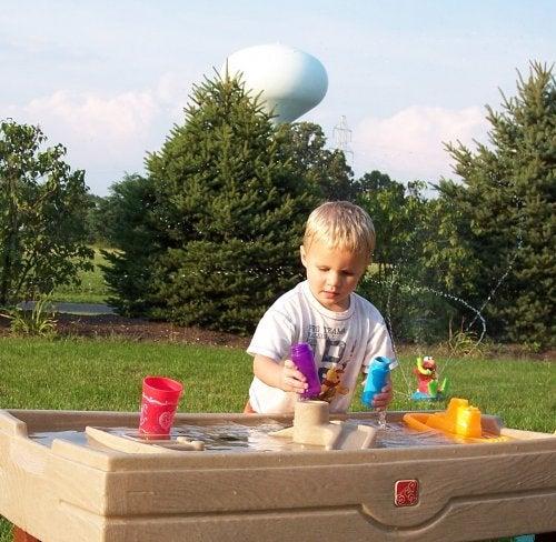 De mange fordelene med kreativ lek hos barn